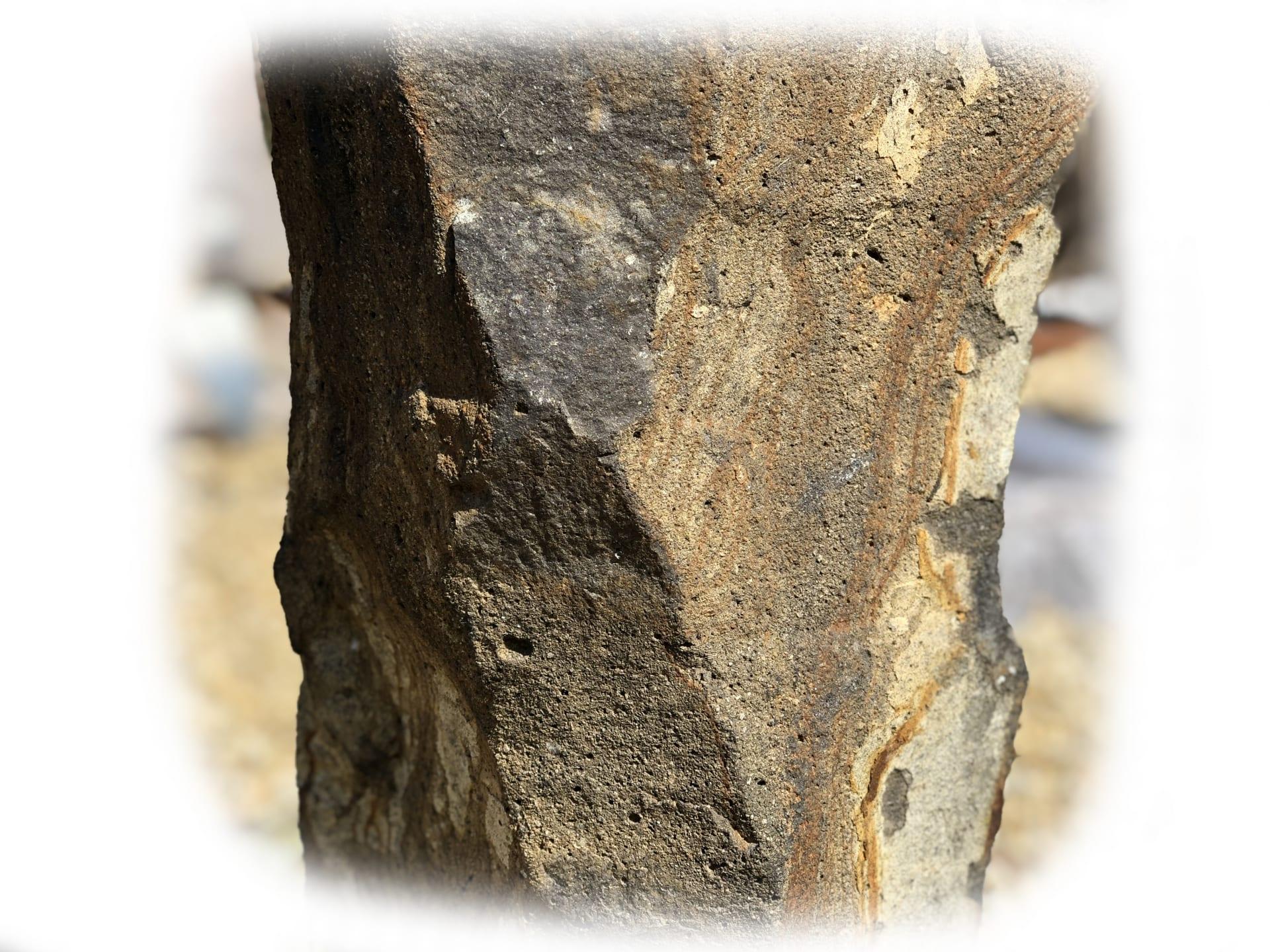 Basaltzuil met Glas 123