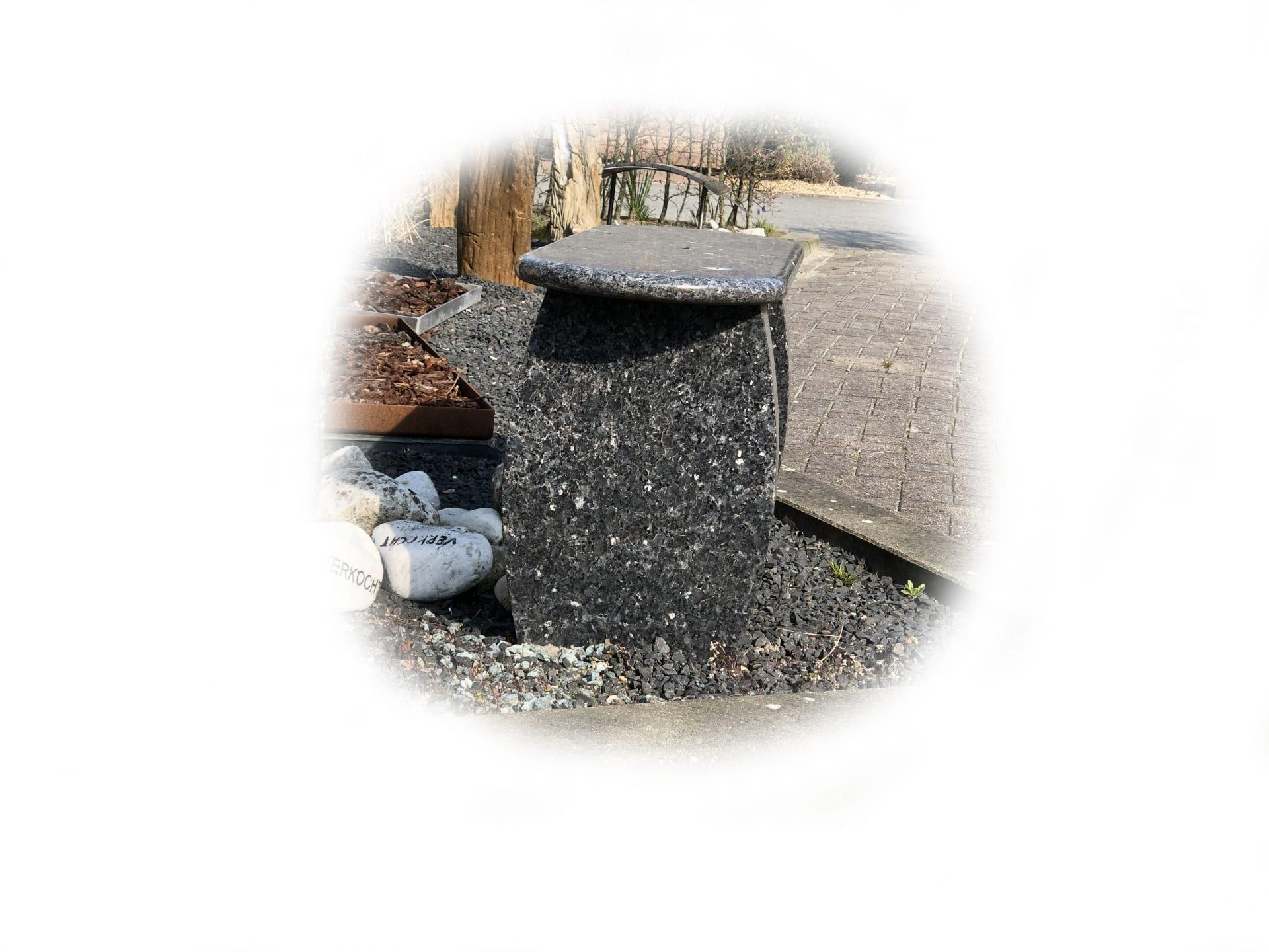 Zitbankje van Labrador Graniet 150