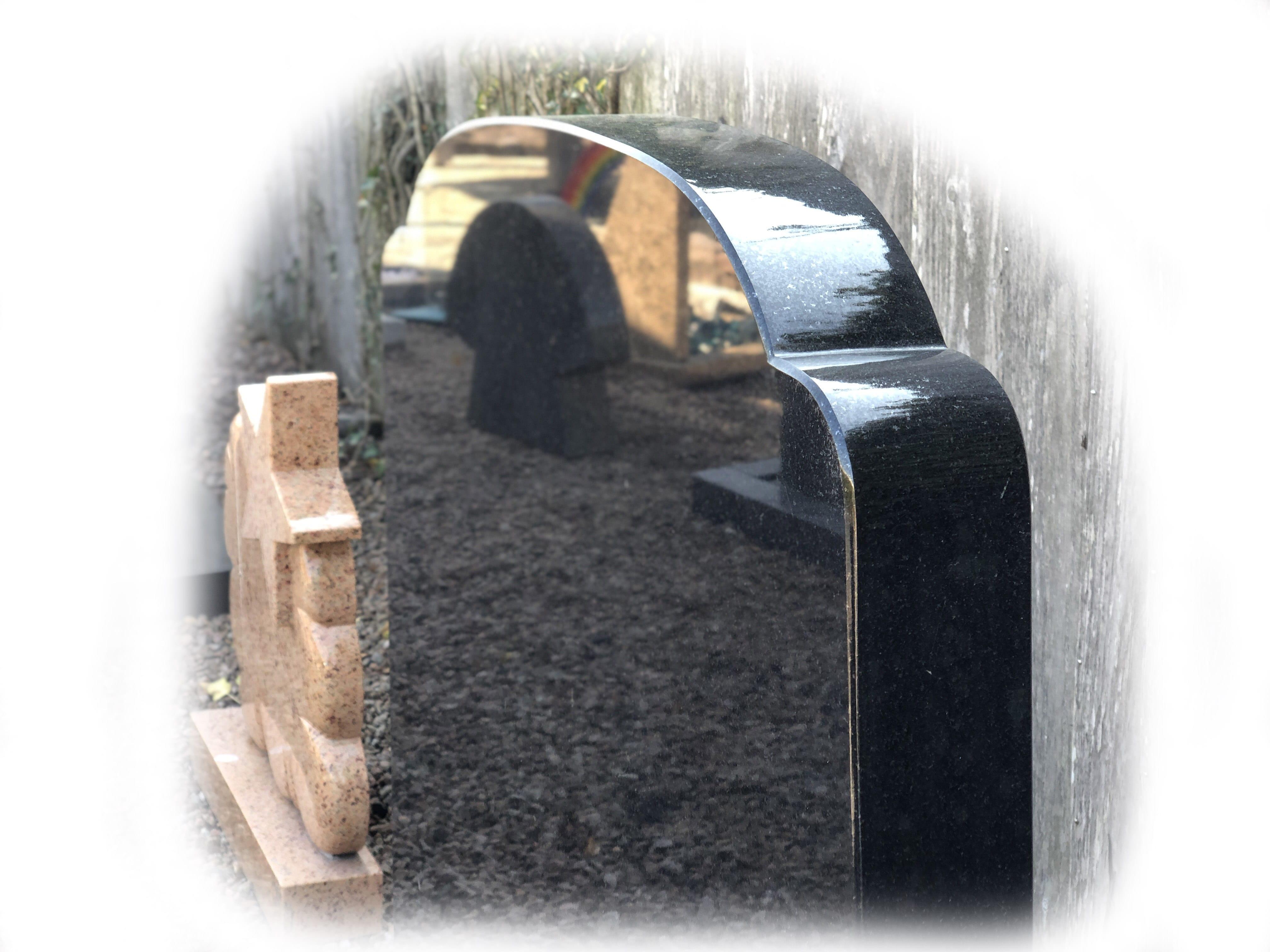 Grafsteen zwart en aurora graniet 106