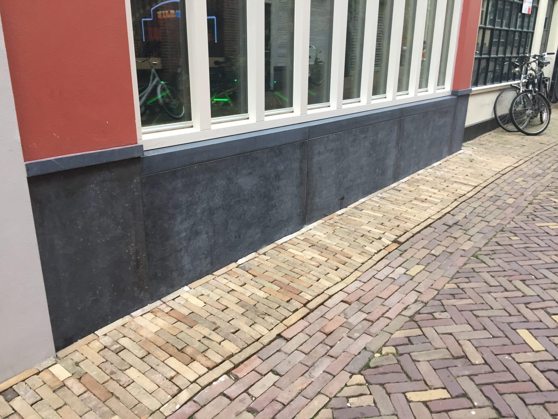LEEUWARDEN – Gevelbekleding Belgisch hardsteen