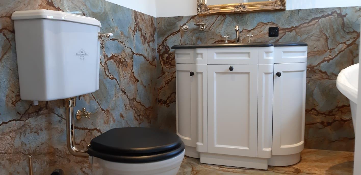 DRACHTEN – Badkamer in Blue Roma kwartsiet