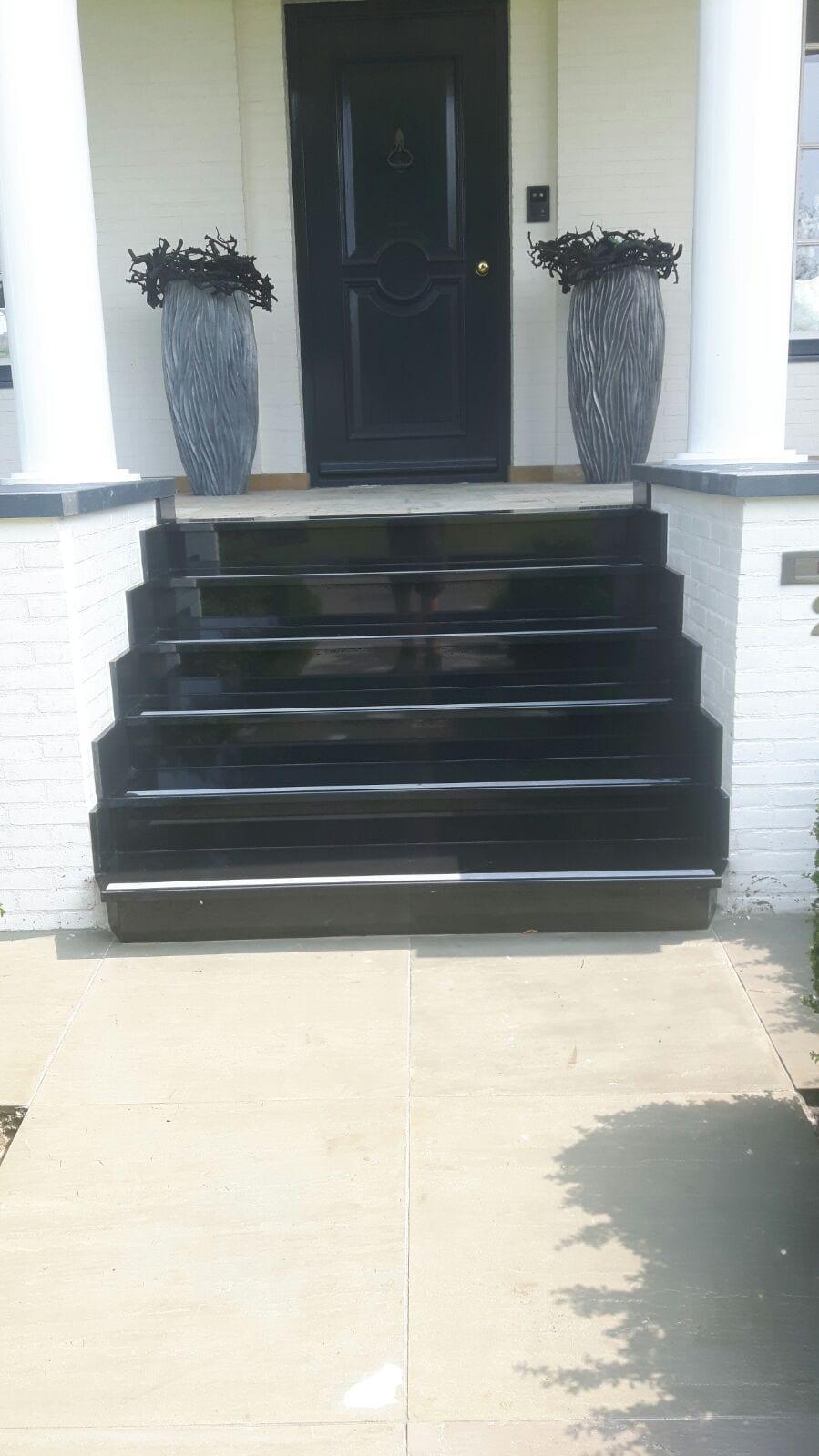 JOURE – Trap van zwart graniet
