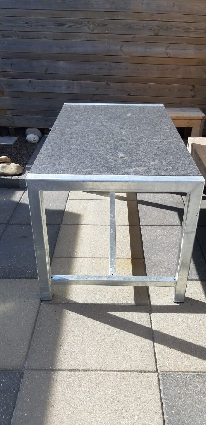 HARLINGEN – Tuintafel Steel Grey graniet