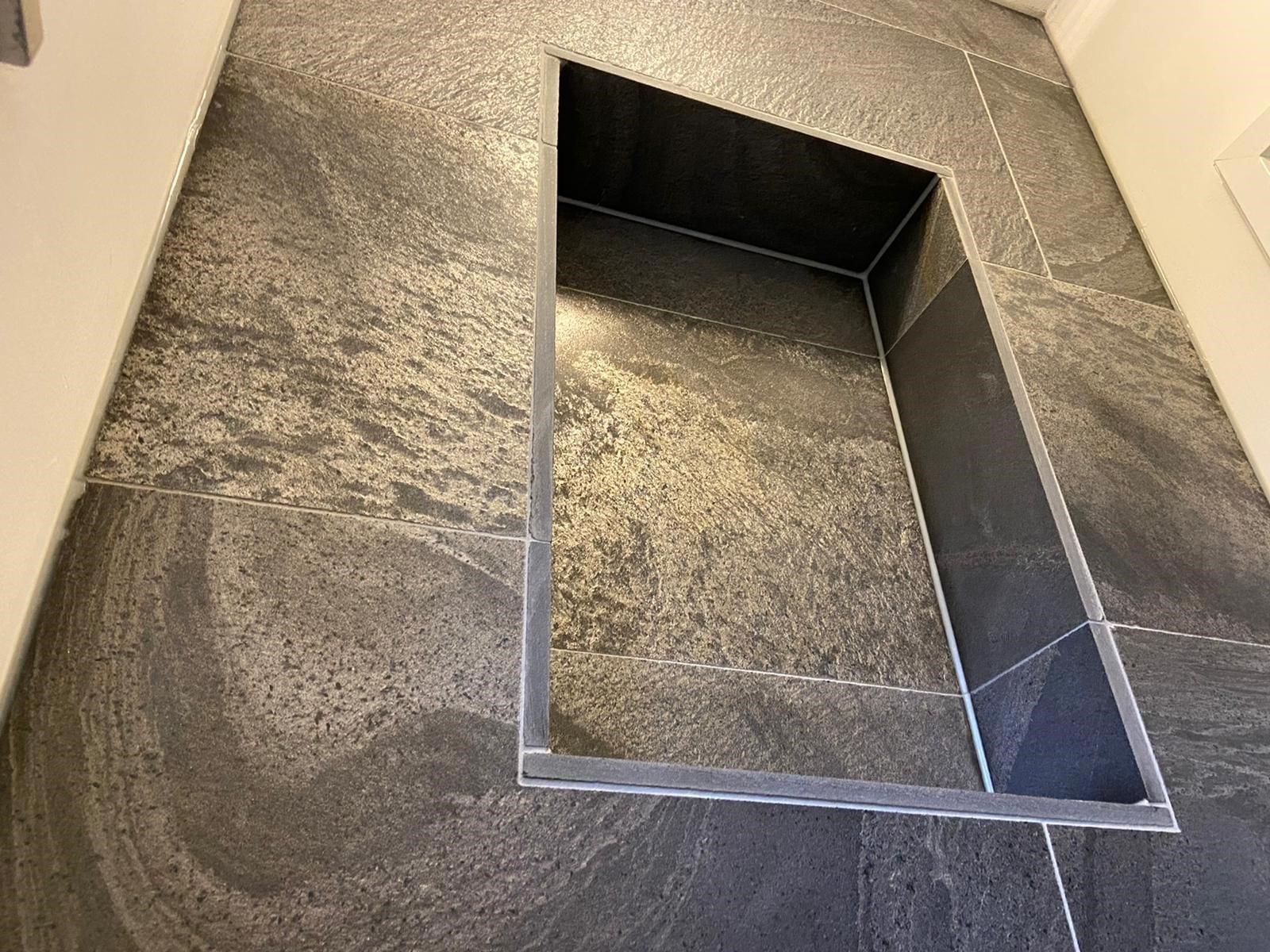 BUITENPOST – Natuursteen vloer- en wandtegels toilet
